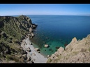 Пляж Меганом крым море Лабрадор ждет на берегу хозяина и нервничает...почему без него заплыв!