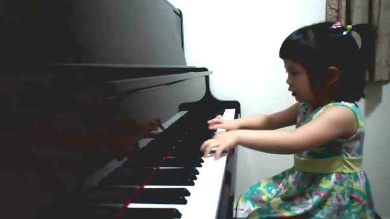 Amazing 3 year old baby girl plays Grade 5 piano ~ 師承邱世傑