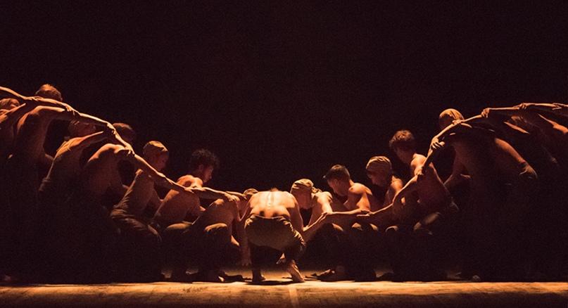 """Балет Акрама Хана """"Dust"""" (""""Пыль"""") в исполнении артистов Английского национального балета (ENB)."""