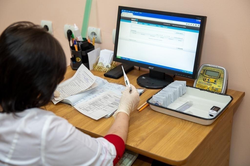 Глава Администрации города Таганрога Андрей Лисицкий сделал повторную прививку от COVID-19