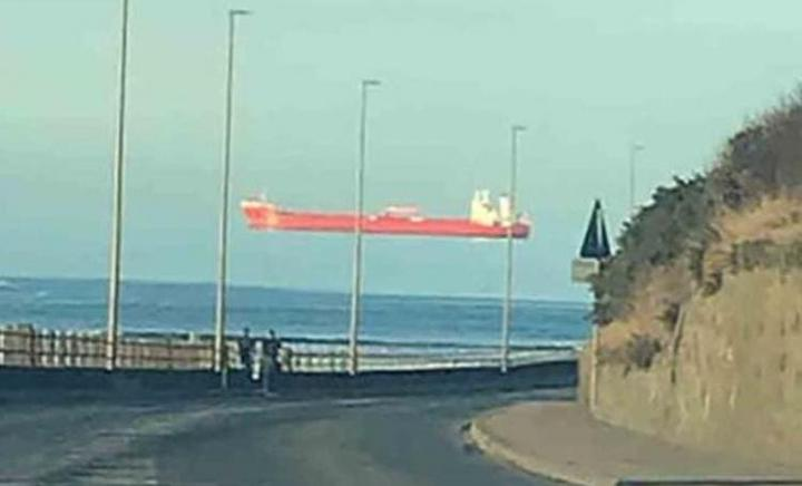 Шотландец запечатлел на фото «парящий в воздухе» корабль