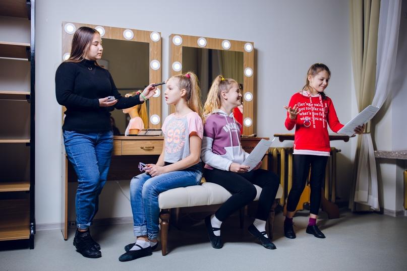 юные актеры и ведущие в театральном объединении «Маскарад»