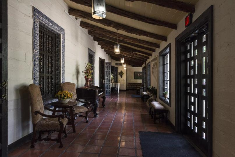Бризвей в Кинта-Мазатлан, саманный особняк в стиле испанского возрождения 1935 года в Макаллене, штат Техас.