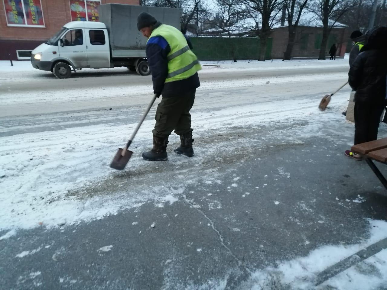 МКУ «Благоустрйоство»: 20 единиц спецтехники работает на улицах Таганрога
