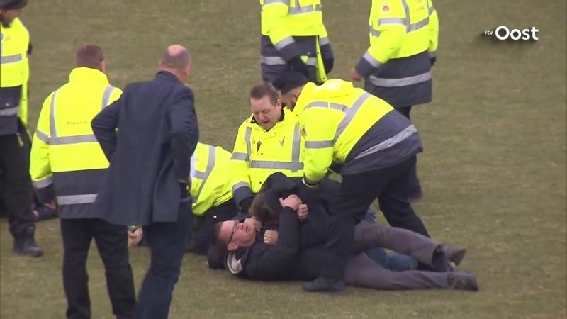 Fans Go Ahead Eagles vallen spelers De Graafschap