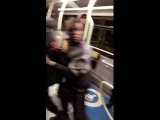 """""""Y'a 3 gars dans le bus ils se sont embrouillés avec un vieux raciste"""""""