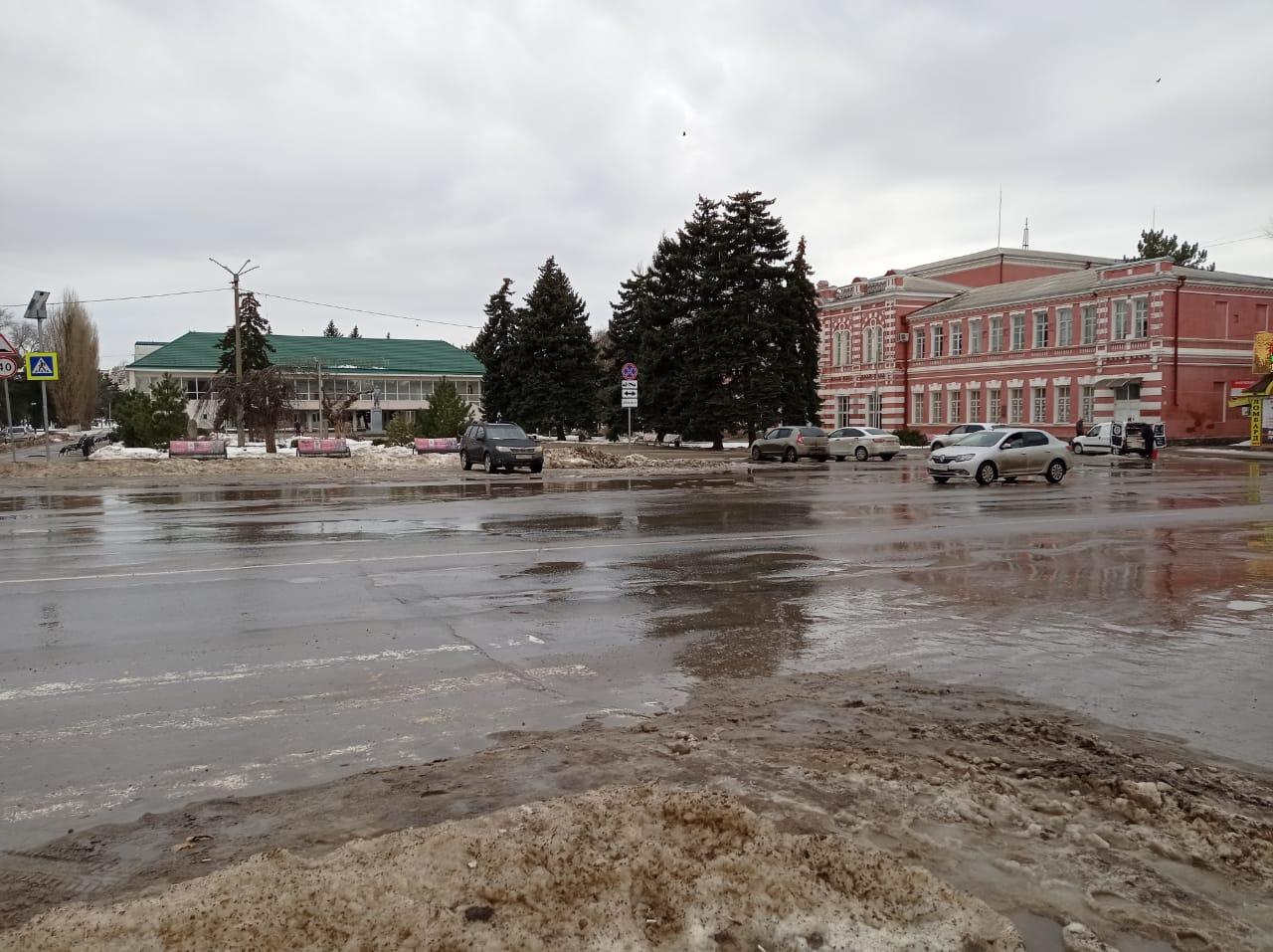 Реконструкцию набережной в Азове перенесли . Социальная планерка