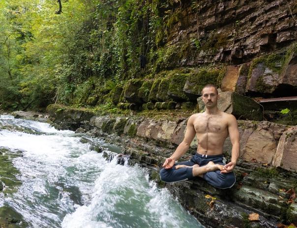 БЕСКОНЕЧНО ПРОЖОРЛИВАЯ ЙОГА⠀Хатха йога – это практ....