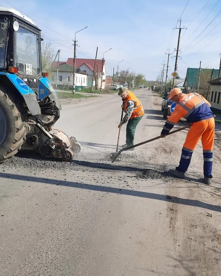 В Петровске на улице Ломоносова ведутся работы по ремонту дорожного покрытия: водителей автотранспорта просят выбирать альтернативные пути движения