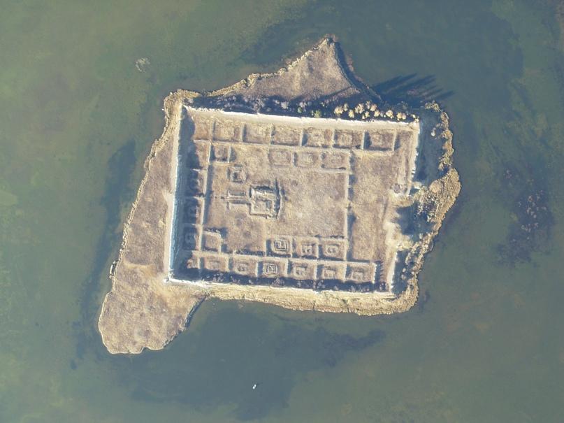 Тайна древней крепости Пор-Бажын, построенной на острове в сибирском озере, изображение №9