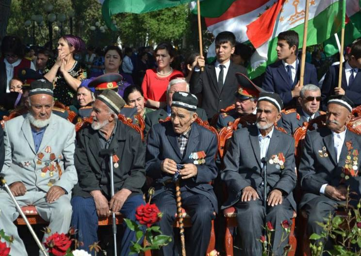 Их осталось 94. Эмомали Рахмон выделил каждому ветерану ВОВ из Таджикистана по 10 тысяч сомони