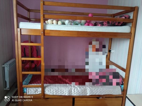 Кровать 2х-ярусная,выдвижные ящики, есть деффекты....