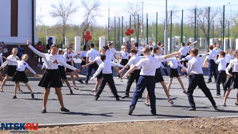 Новотроицкие школьники закружились в «Вальсе Победы»