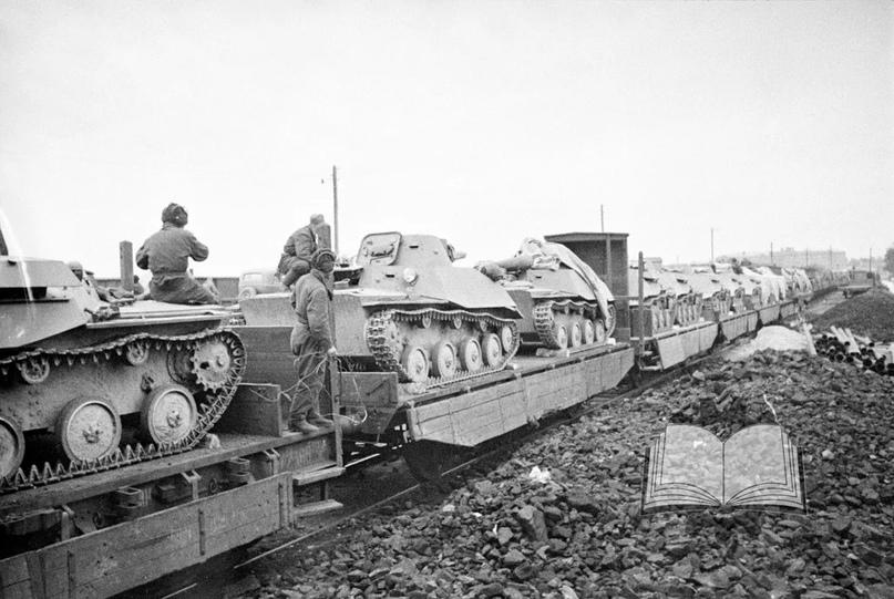 Погрузка Т-30 из состава 42-й танковой бригады. Костяк бригады составил личный состав 42-й танковой дивизии, для которой война началась в Прибалтике.