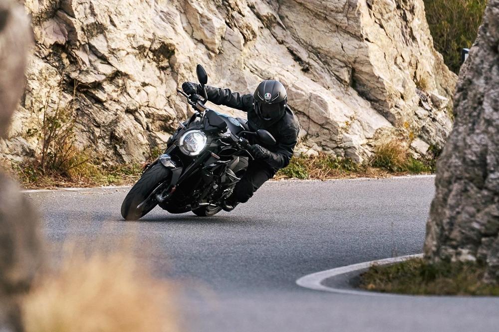 Мотоциклы MV Agusta Brutale 800 2021:  Rosso, RR и RR SCS