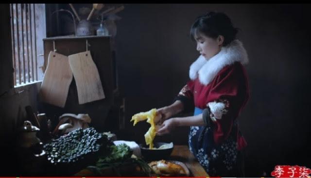 """Китайская ютьюберша с 14 миллионами подписчиков заявляет: """"Кимчи - традиционная китайская еда"""""""