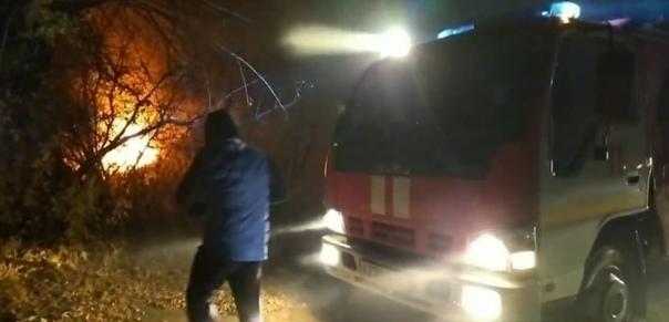 В Новочебоксарске тушат пожар в дачном поселке: хо...