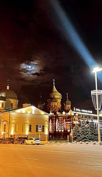Спокойной ночи, дорогие друзья! ❤????  Луна над площадью Ленина ???? ... [читать продолжение]