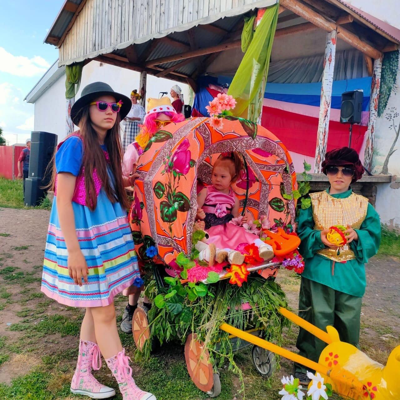 В Пычасе прошёл красочный парад детской техникиТак