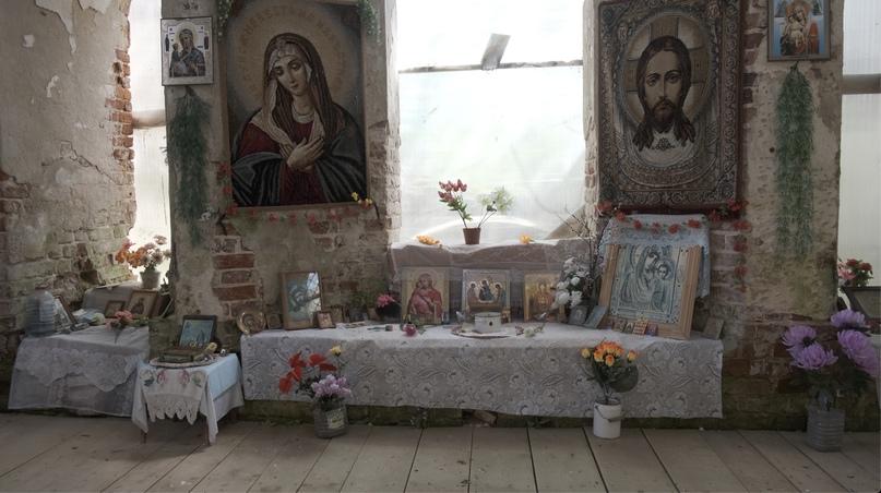 Жители окрестных деревень обустроили уголок для молитвы