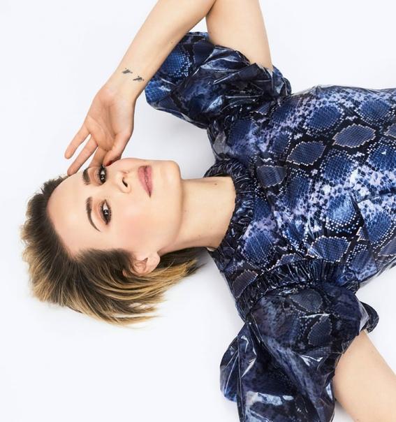 Роскошная Сара Полсон в фотосете для Netflix Queue «Сестра Рэтчед» уже доступна.