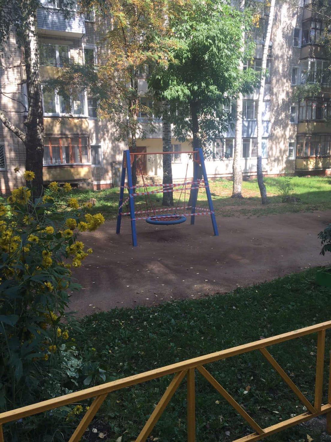 Улица Московская дом 173(ремон качели)