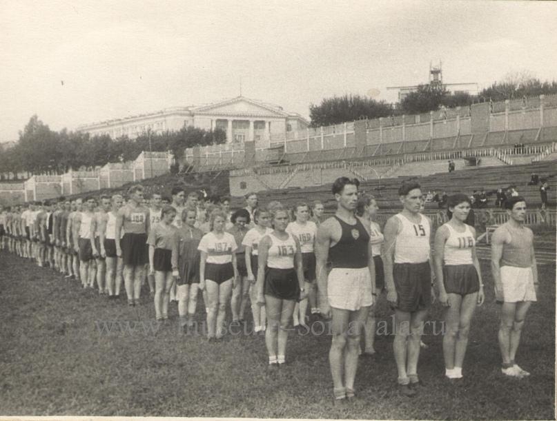 Кубок Карелии по футболу, 1953 г. В первой шеренге крайний справа — Забирунов В.А.