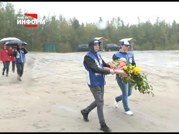 Волонтеры Пыть Яха приняли участие в акции Цветы Памяти