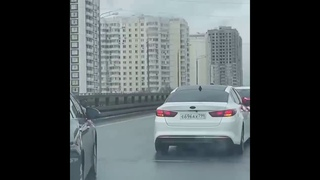 В Москве свадебный кортеж перекрыл движение по варшавскому шоссе. г.