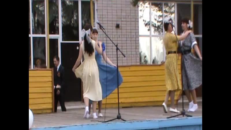 09 05 2012 г ВОЕННЫЙ ВАЛЬС танцуют Зареченские девчата Липин Бор