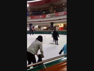 ого, это что юри на льду