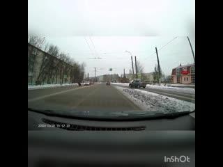 В Иванове водитель иномарки едва не сбил женщину с коляской