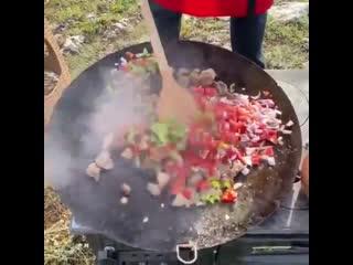 Бурак на пикнике тоже неплохо готовит ,ehfr yf gbrybrt njt ytgkjj ujnjdbn