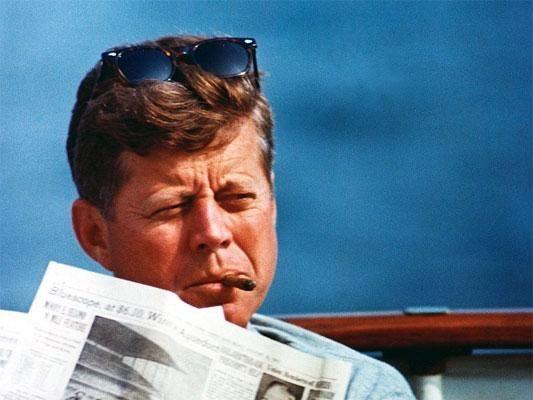 Президент Соединенных Штатов Америки, как утверждают многие специалисты, имел редкую болезнь, которая и стала причиной его постоянных любовных похождений Имея красавицу жену Жаклин, он заводил