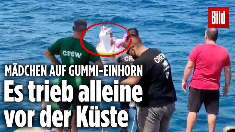 Junges Mädchen auf Gummi Einhorn vor der griechischen Küste gerettet
