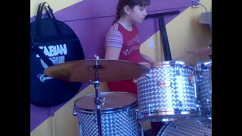 Даша барабанщица
